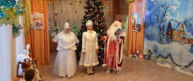 Новогодний утренник в младшей группе. Дед Мороз, снегурочка и снеговик